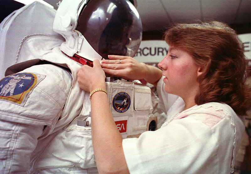 As a NASA intern, Amy Ross mathematically modeled the shoulder joint of a spacesuit.