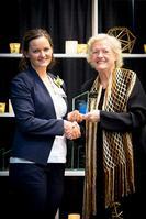 Elizabeth Allum receives award from CoE Dean Leah Jamieson.