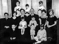 Frank and Lillian Gilbreth with 11 of their 12 children