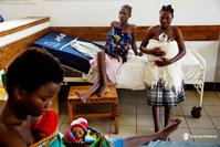 Photo of Malawi mothers in hospital