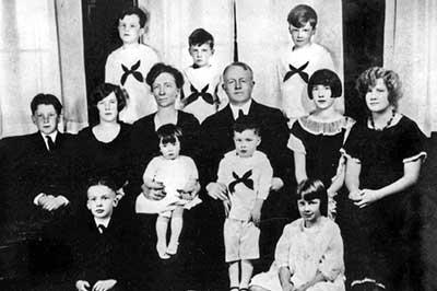 Photo of Lillian Gilbreth family